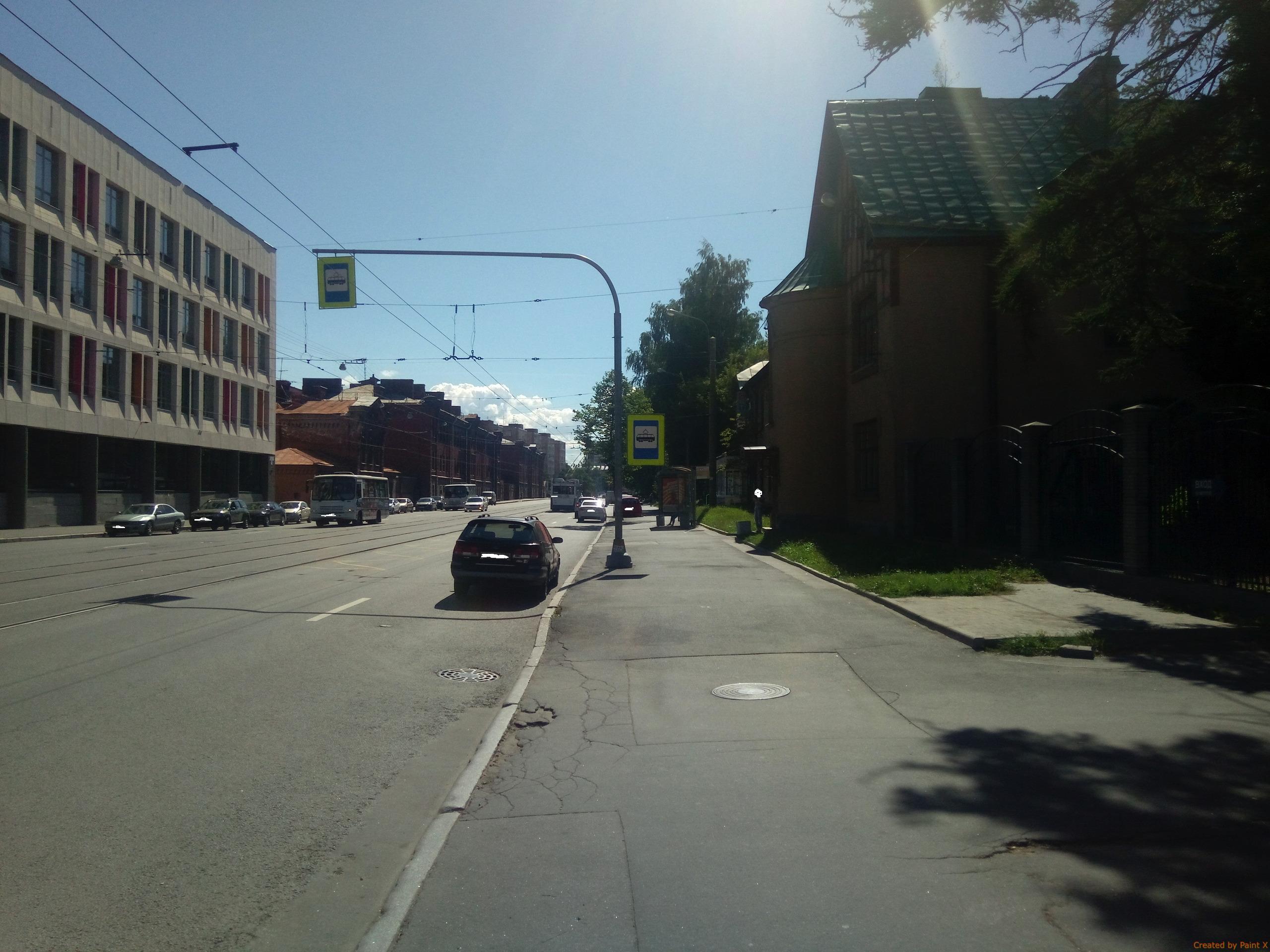 Шаг №2.2: Если посмотреть налево от въезда/выезда машин.